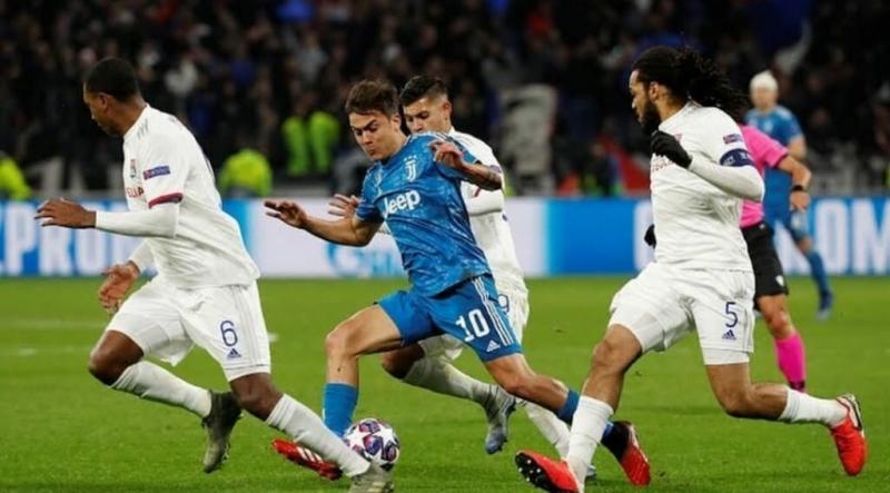 Лион поставил Роналду на колени. Фанат выбежал успокоить!
