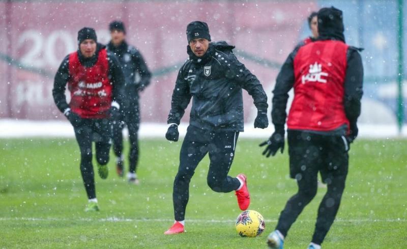 «Рубин» опубликовал первые фото тренировок в снегопад в Казани