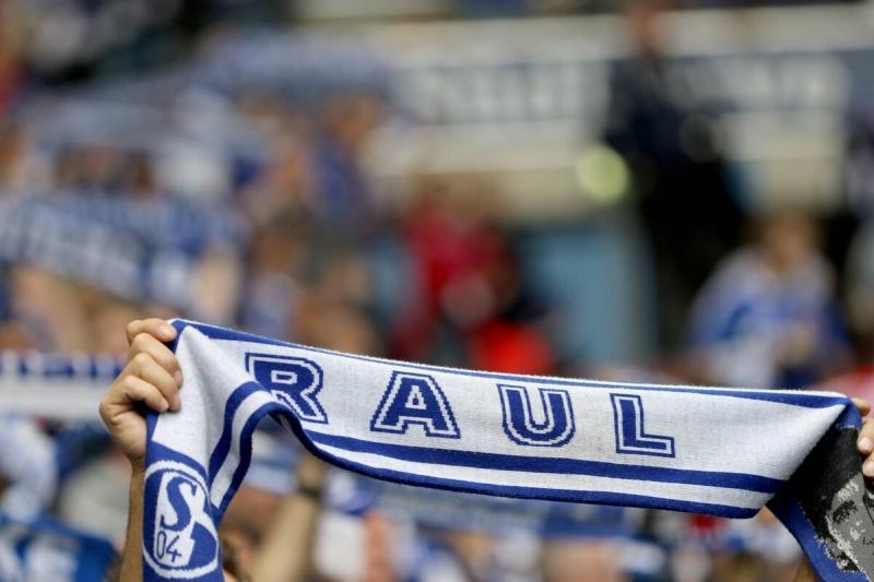 Отношения Рауля и фанатов «Шальке» – 💙. Он говорил о бесконечной любви к ним и слушал песни в свою честь