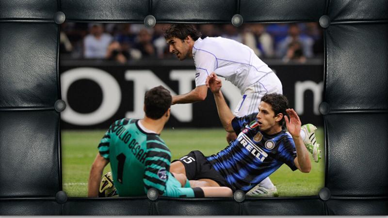 """""""Шальке"""" разгромил """"Интер"""", а """"Реал"""" - """"Тоттенхем"""". В каждом матче показана красная карточка."""