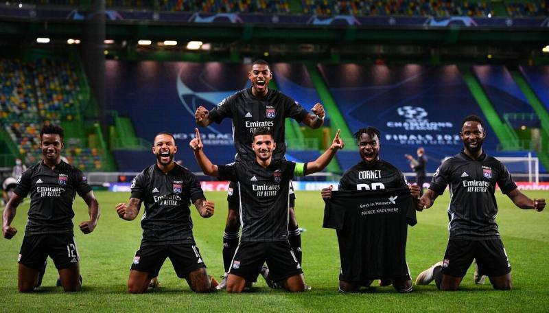 «Лион» взял на ЛЧ специальные черные футболки – поддержал игрока, у которого умер брат