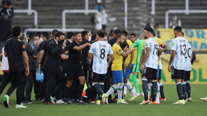Колхоз в Южной Америке: бразильские власти прямо во время матча остановили противостояние Неймара и Месси