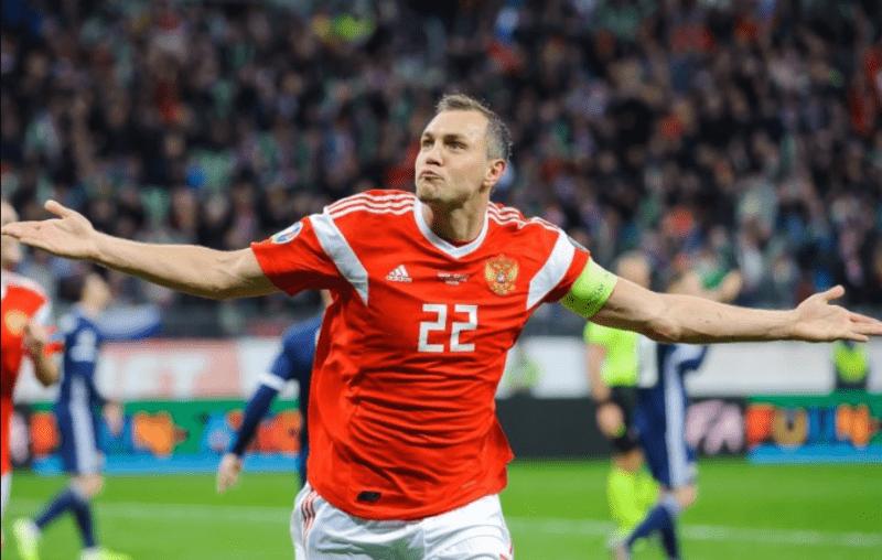 Российские футболисты зарабатывают в 500 раз больше учителей. Такая разница несправедлива, но объяснима