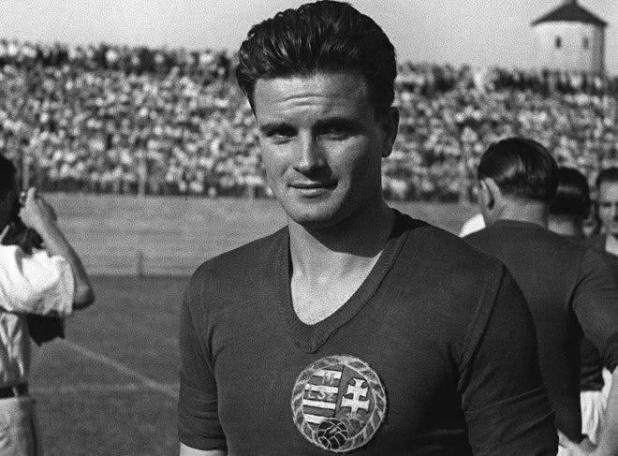 """5 лучших бомбардиров за всю историю футбола. Кто настоящий """"король футбола""""?"""